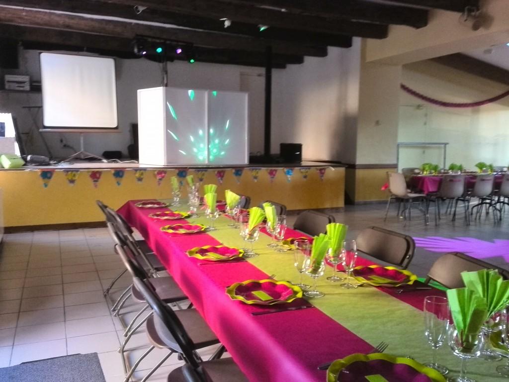 Repas d'anniversaire festif et tout en couleur